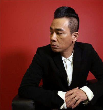 陈小春当初卖掉了自己的弟弟,如今身价上亿,却再也找不回了!