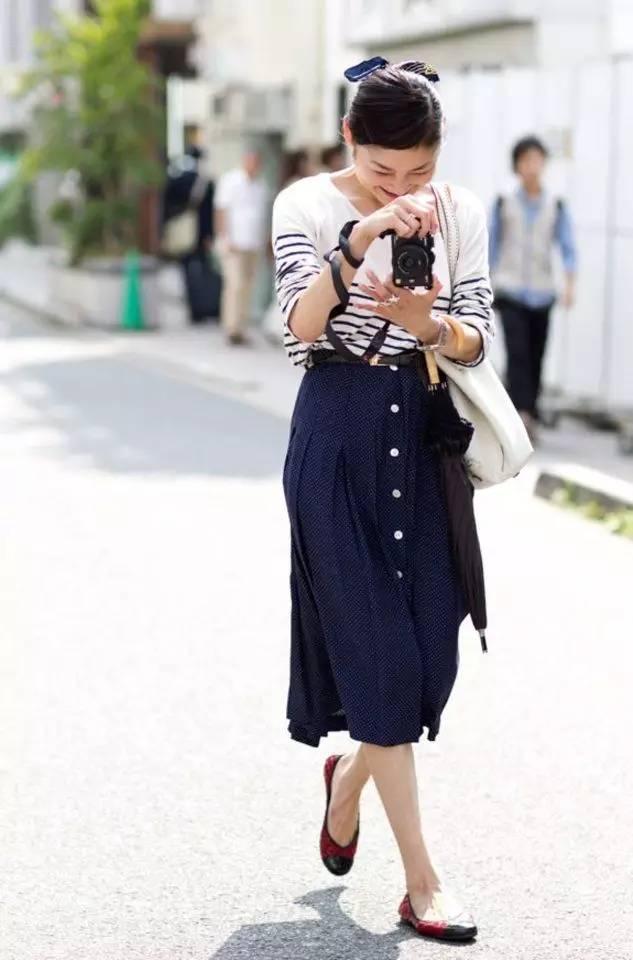 穿这条裙子出街,有气质不流俗!