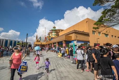 济州岛某个景区暑假游客被挤爆,许多网友都说比迪斯尼还要火