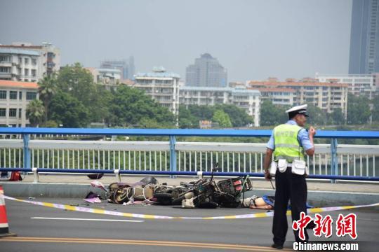 广西男子驾车冲撞并持刀行凶致多人死伤 系感情纠葛引发