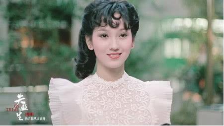 赵雅芝母子同台演唱,颜值超高胜似姐弟,网友感叹美貌基因强大!