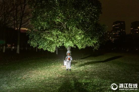 浙江摄影师夫妻用淘宝开脑洞 称其为物质世界的搜索引擎