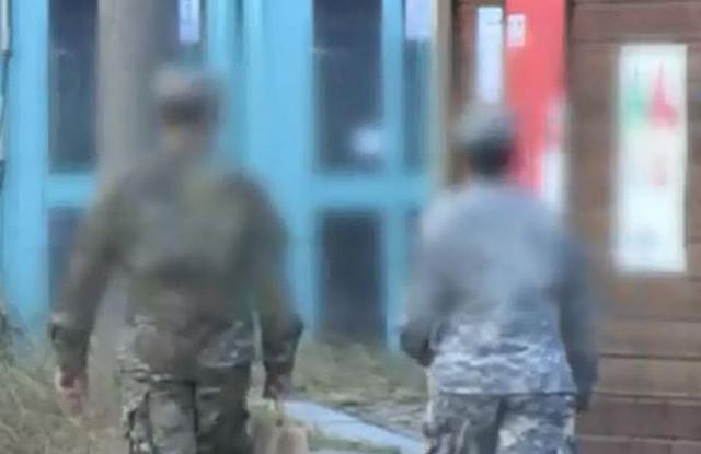 驻韩美军两名女兵街头斗殴 韩国警方劝阻时遭一人袭击