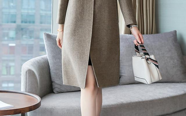 """这款""""羊绒""""外套裙一出,皮草都难以媲美,贵是贵了点,但绝美"""