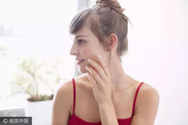 看完这篇秒懂肌底液,精华前用对这一步护肤效果事半功倍