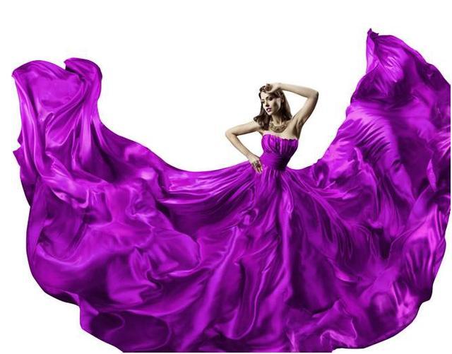 """七零后女人,若不差钱的话,建议买这""""罗兰紫""""秋裙,美嫩提气质"""