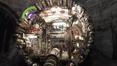 马斯克的无聊公司两年挖4公里隧道,还卖了5万顶帽子2万支火枪
