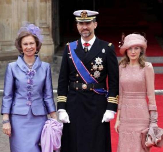 西班牙王后戴帽子造型回顾,真正的优雅女人,太会穿衣服了!