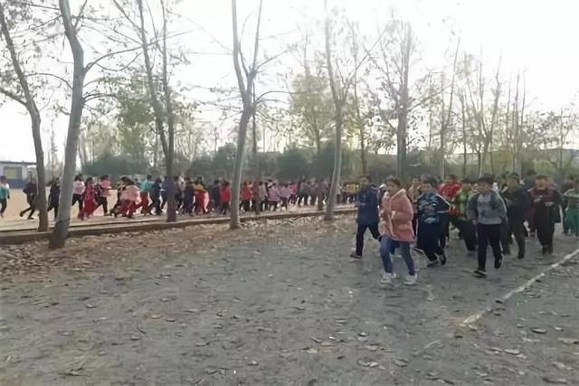 临沭县曹庄镇河口明德小学举行冬季长跑启动仪式
