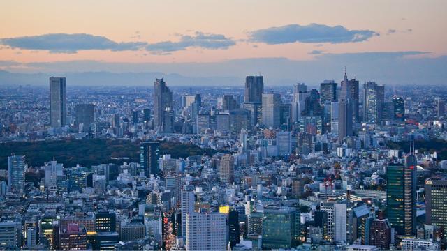 """花园洋房、海景别墅免费送,日本的""""空房银"""