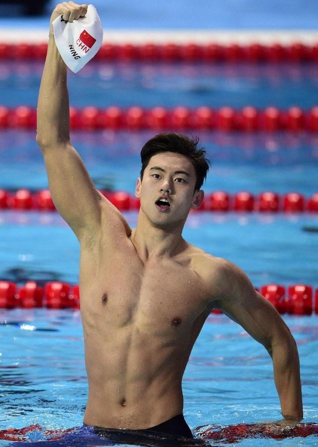 她是最美游泳队员,因与刘翔坐一起走红,结
