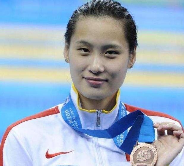 """她是最美游泳运动员,和刘翔坐一起走红,结婚时""""事业线""""抢镜"""