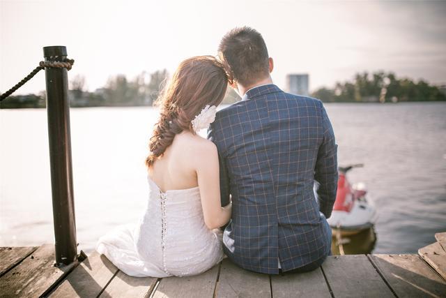 """想要男人对你念念不忘,就要学一点""""手段"""""""