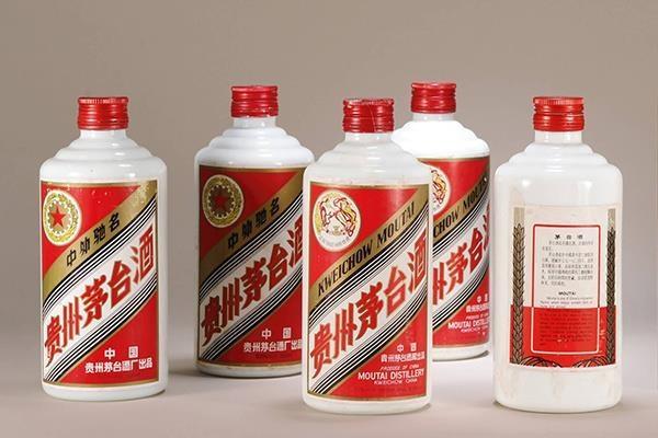 """为啥茅台酒瓶口有两颗""""玻璃珠"""",到底有何妙用?答案在这里!"""