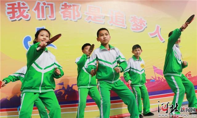 秦皇岛:乒乓球操尽享校园体育的快乐