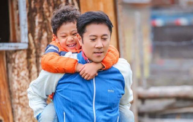 50岁蔡国庆豪宅内景曝光,两层别墅还带巨大凉亭和鱼塘