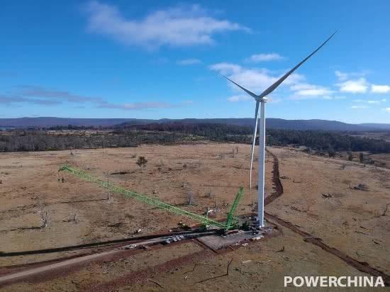 中企投资开发 澳大利亚牧牛山风电项目首台机组完成整机吊装