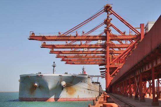 全球最大铝矾土船到达山东!魏桥铝矾土物流链运输效能再创新高
