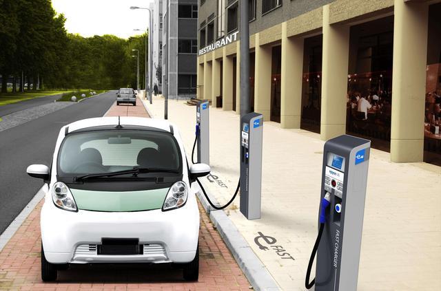 新能源时代到来?北汽新能源EC5 vs 起亚K3 PHEV ,弹个车带你看