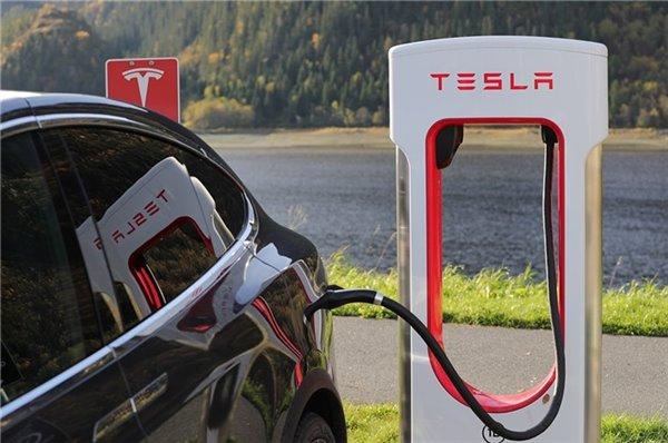 发改委等三部门:各地不得对新能源汽车实行限行、限购