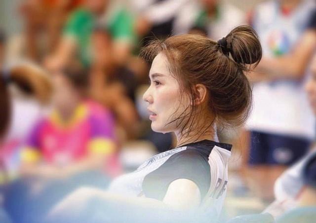 """她是最美排球女神,因流汗""""湿身""""走红,身"""