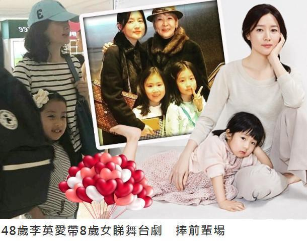 48岁李英爱带8岁女儿看音乐剧,打扮低调却难掩优雅气质