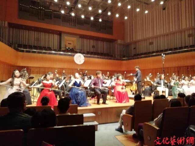 """二胡演奏家李绛英从艺六十年师生""""弦上芬芳""""音乐会在西安举办"""
