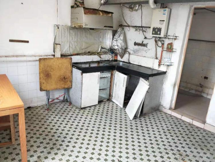 珠海女子租房被扣1500元押金!房东:房屋被弄脏已无法住人