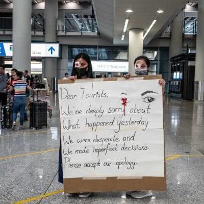 """部分示威者为打伤内地人""""道歉"""",不忘甩锅港府港警"""