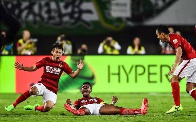 """""""暴力鸟""""转会巴萨对恒大影响大,对中国足球影响更大!"""