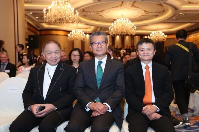支付宝香港上线全球首个区块链跨境汇款服务,马云见证第一笔汇款