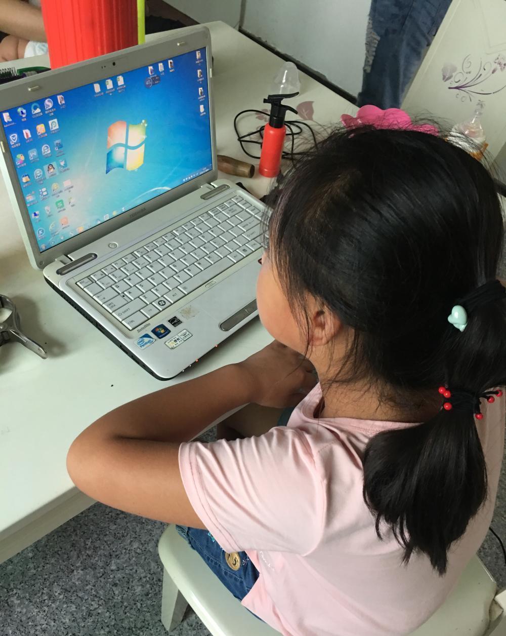 小学生就开始玩电脑你怎么看 你是赞成还是排斥态度呢