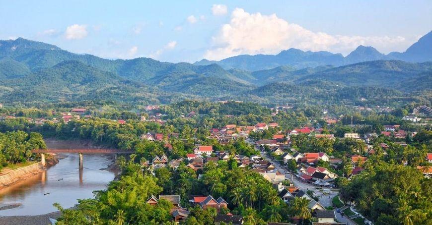 老挝琅勃拉邦的自然景观,瀑布婉约秀气,和大象游泳