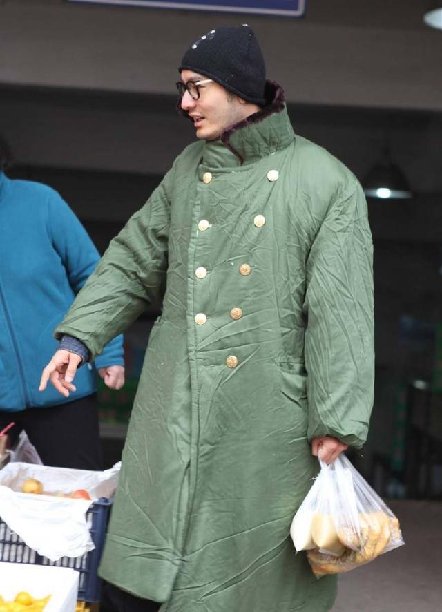 不是所有的人都能驾驭军绿大衣,但他们这几位却帅的一塌糊涂!