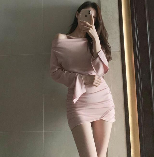 成熟的女生,一件连衣裙就把潜在的苗条衬托出来