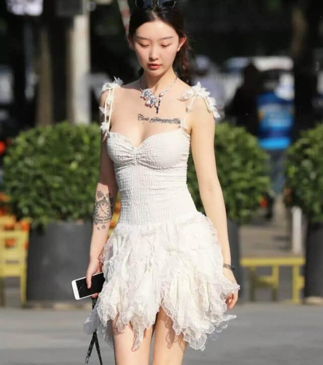 时尚摄影:你最美的身材,都裹在这条连衣裙里