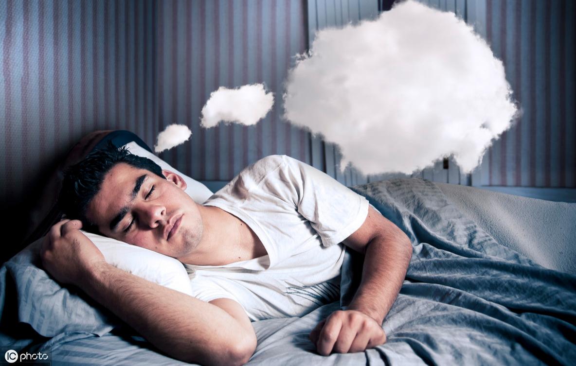 一睡觉就不停的做梦?越睡越累?医生:补充4种维生素,睡个好觉