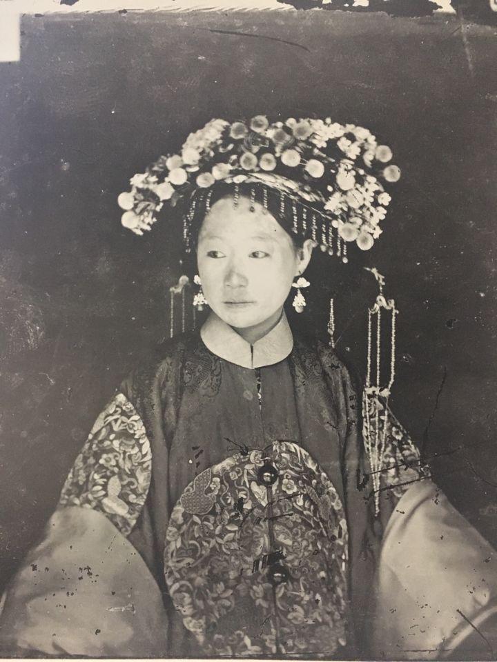 为什么清朝那些妃嫔的照片都那么丑,皇帝每天要面对的是什么