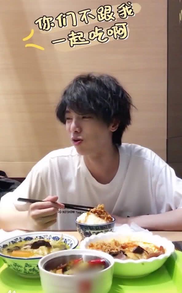 华晨宇瘦到脱相被吐槽,直到看到他吃饭的方式,网友:想胖都难