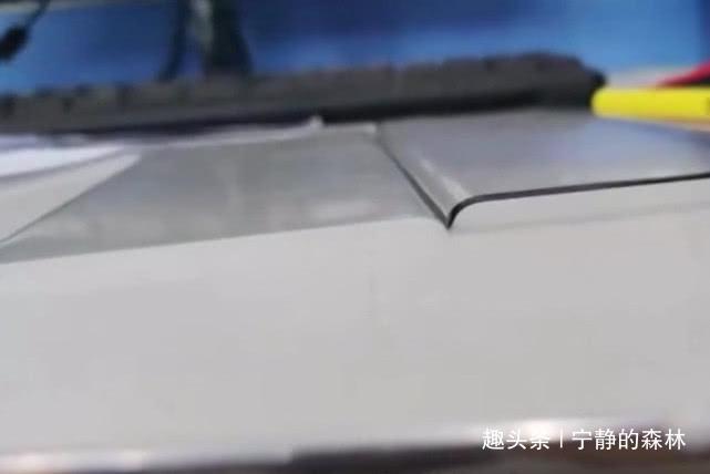 华为Mate30Pro采用一体化玻璃技术;苹果11继续刘海屏