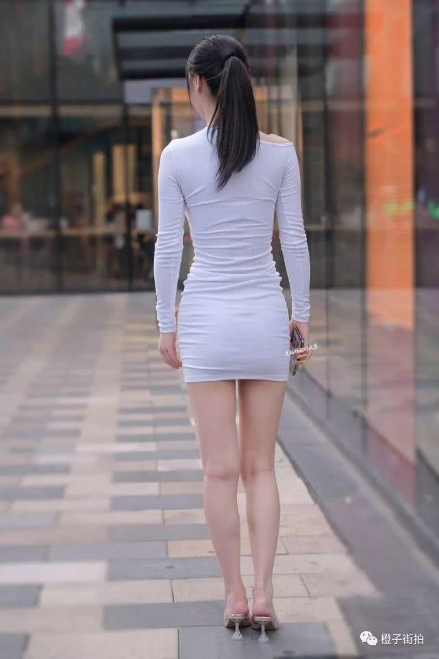 街拍:小姐姐这身材,好的不只一点两点