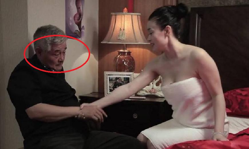她是赵本山一手捧红,如今37岁了,颜值身材还是不减当年