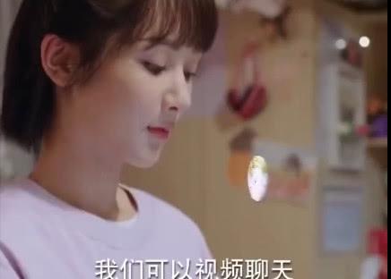 佟年发起视频聊天,看到韩商言八块腹肌,该行为令佟年脸红