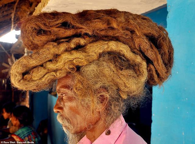 不忍直视!印度男子40年不洗头不理发,自称是来自上帝的祝福