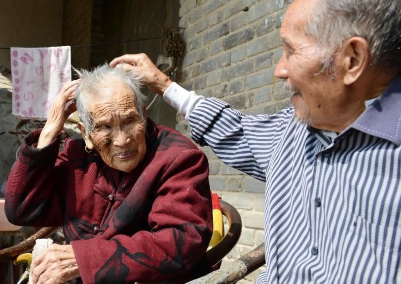 """80岁老汉,每天用黑豆配""""它"""",老伴""""竖起大拇指""""!"""