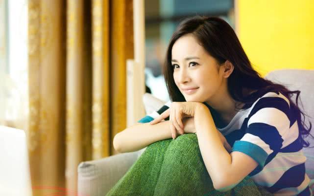 杨幂接受采访谈及女儿,表示尊重其爱好,并直言私人行程不必公开