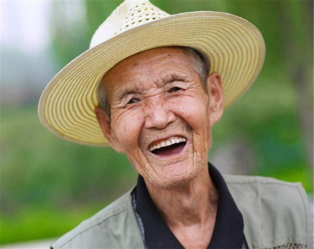 耳朵越大,寿命越长真的吗?别再搞错了,一类人比较容易长寿