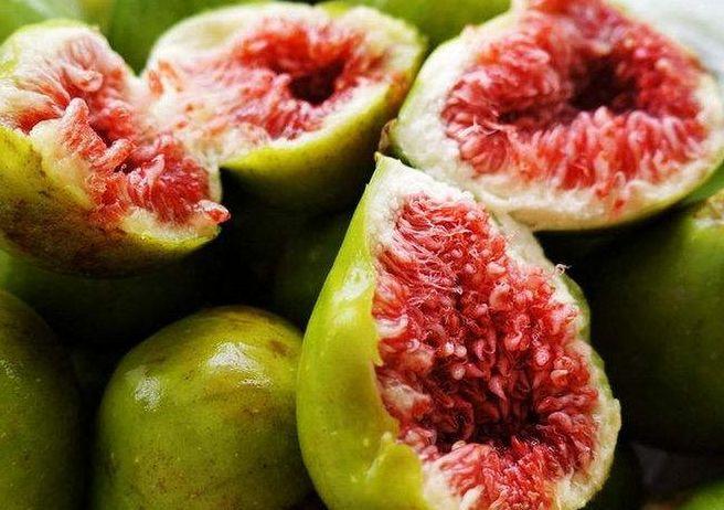 炎炎夏日,女生常吃3种食物,美白抗衰,皮肤水嫩,气色也好!