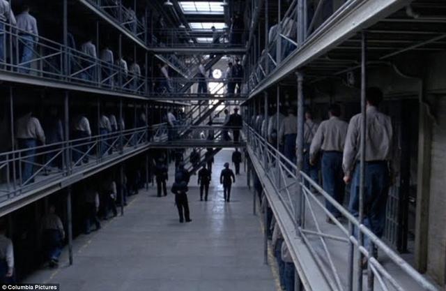 全美规模最大的监狱,每年仅两个月有斗牛大会,犯人可以摆摊赚钱
