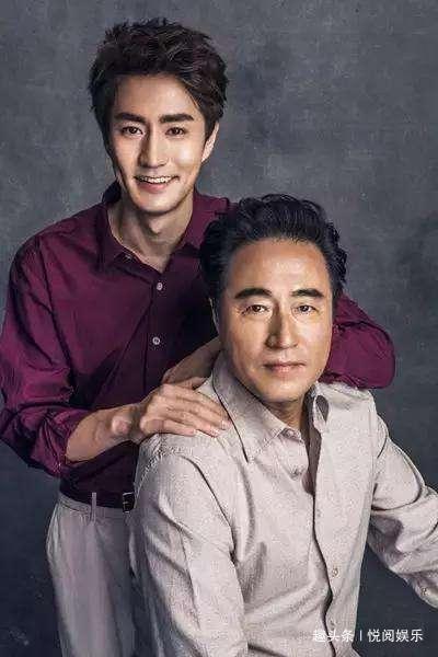 """他是公认的老戏骨,对徐帆恩重如山,儿子高大帅气,却被""""二婚"""""""